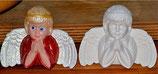 Engel Junge beide Hände aufstützend flach