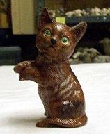 Katze Urmel  Männchen machend