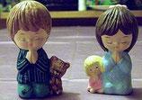 2 Kinder betend