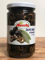 Schwarze Oliven in Scheiben