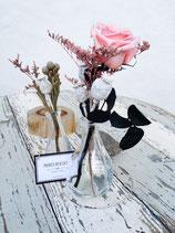 Jarroncitos decorados con flor preservada