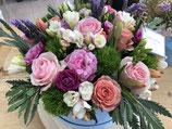 Sombrerera con flores de temporada
