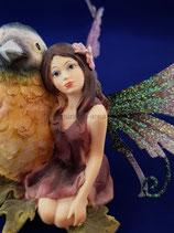 OEM015 Elfe Sitzend mit Vogel