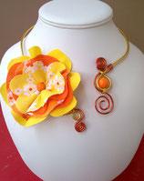 Collier fleur orange jaune