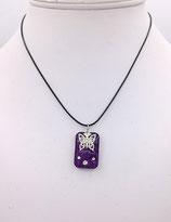 Pendentif en résine paillettes violette et breloque papilllon