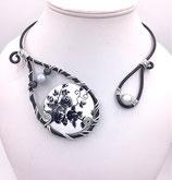 """Collier """"plaque"""" en fil aluminium noir et blanc"""
