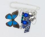 Broche en perles et breloques, tons bleu