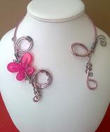 """Collier """"papillon"""" en fil aluminium gris et rose"""