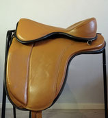 Freeform Elite, endurance / trail treeless saddle    (used as fitting saddle)