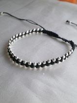 Bracelet tissé avec des billes de métal