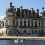 A day in Senlis and Chantilly Private Tour