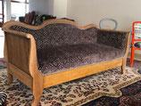 Nussbaum Sofa restauriert