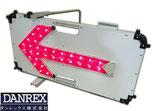 ダンレックス LED矢印板 ソーラーフラッシュアロー SLY-H33-1 ソーラーバッテリー / 工事現場 車両誘導 指示看板