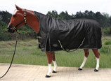 """TOUGH HORSE"" - Regendecke mit Half Neck- 1680D - BLACK"