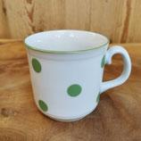 Tasse mit grünen Pünktchen