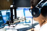 30 Radiosender informieren