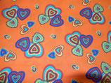 orange mit bunten Herzen