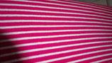 Bündchen  rot / weiße  Streifen ( unegale Streifen )
