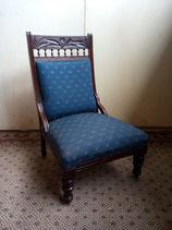 Antieke stoel van donker-eiken met blauwe stof | Art.nr: 0045