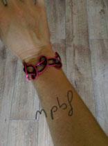 Bracelet entrelacs en rouge et roir