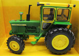 John Deere 4020 Wide Front tractor with Hiniker Cab 1/32 Ertl