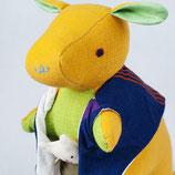 Känguru Sophie - Gelb mit lila gestreifter Weste