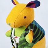 Känguru Sophie - Gelb mit grün gestreifter Weste