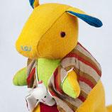 Känguru Sophie - Gelb mit braun gestreifter Weste