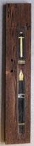 Füller auf altem Holzbrett
