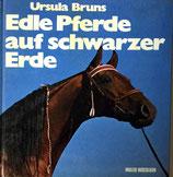 Bruns Ursula, Edle Pferde auf schwarzer Erde (antiquarisch)