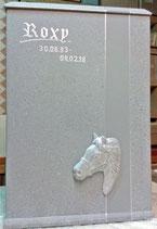 Pferdeurne In Granitoptik mit Name und Daten