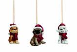 Hund mit Weihnachtsmütze zum Aufhängen