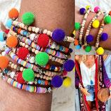 Bracelet bois 1 tour et pompons multicolores