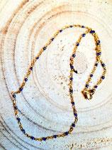 Chaîne fine en acier doré et perles bleues nuit