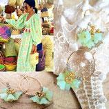 Mini créoles dorées et fleurs vert opal