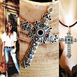 Collier cuir marron et grande croix habillé de cristaux noir marron gris kaki