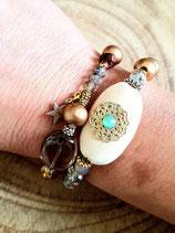 Bracelet centre ovale avec cristal vert opal et perles en bois doré