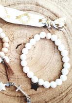 Bracelet de perles blanches et pastille ronde en acier inox