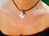 Tour de cou noir et croix