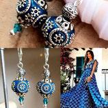 Boucles d'oreilles perle indiennes cerclées bleu
