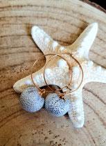 Boucles d'oreilles mini créoles acier doré et pompon argenté