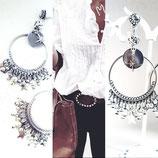 Boucles d'oreilles créoles en métal argenté avec étoiles et perles en breloques