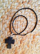 Collier court noir et croix noire