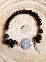 Bracelet noir et pièce centrale en métal argenté