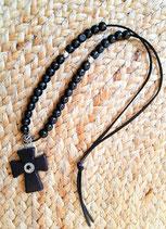 Sautoir noir grande croix simili cuir et perles bois