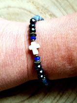 Bracelet croix  cristal bleu et perles freeforme écrues