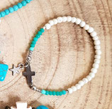 Bracelet  fin écru , vert eau et croix argentée