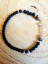 Bracelet  de perles rondes noires et petite croix strassée