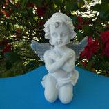 Ange bras croisés ailes argentées
