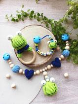 Geschenkset Frosch -- Rasselring, Schnullerkette, Kinderwagenkette